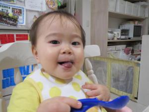 ブルーベリーを食べた後の息子